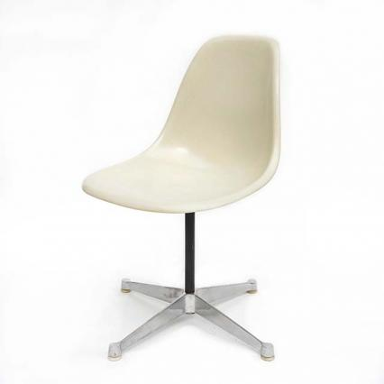 Eames Plastic Side Chair Turned Base (1953) WH01C