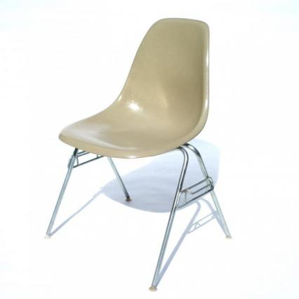 Eames Plastic Side Chair Stacking Base (1953) BE#1