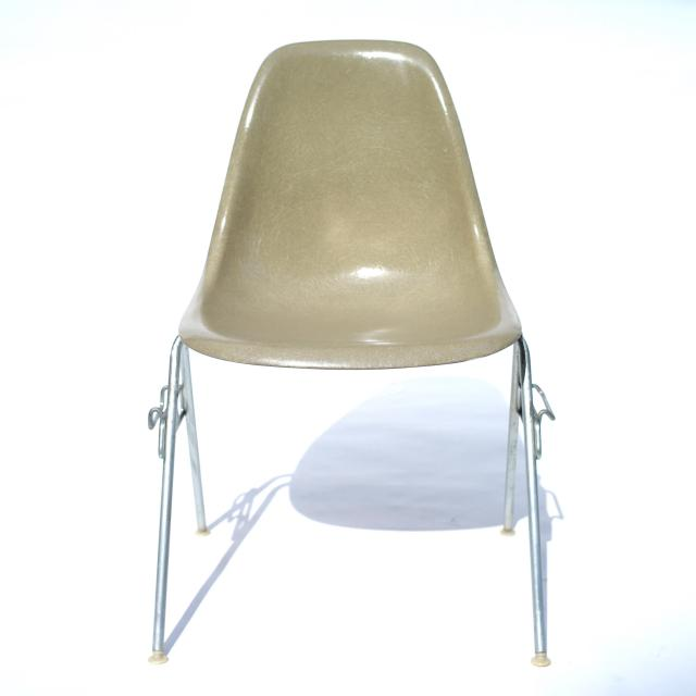 Eames Plastic Side Chair Stacking Base (1953) BE#3