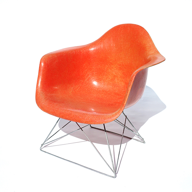 Eames Plastic Arm Chair Zenith-LAR (1950)