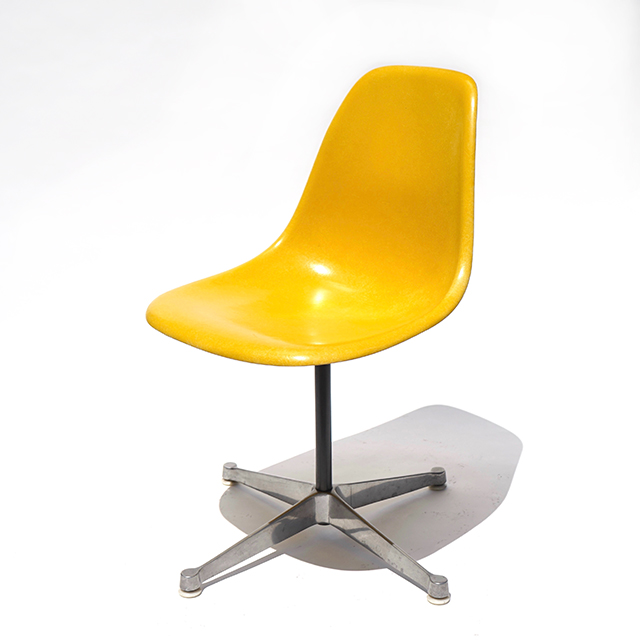 Eames Plastic Side Chair Turned Base (1953) YE01C