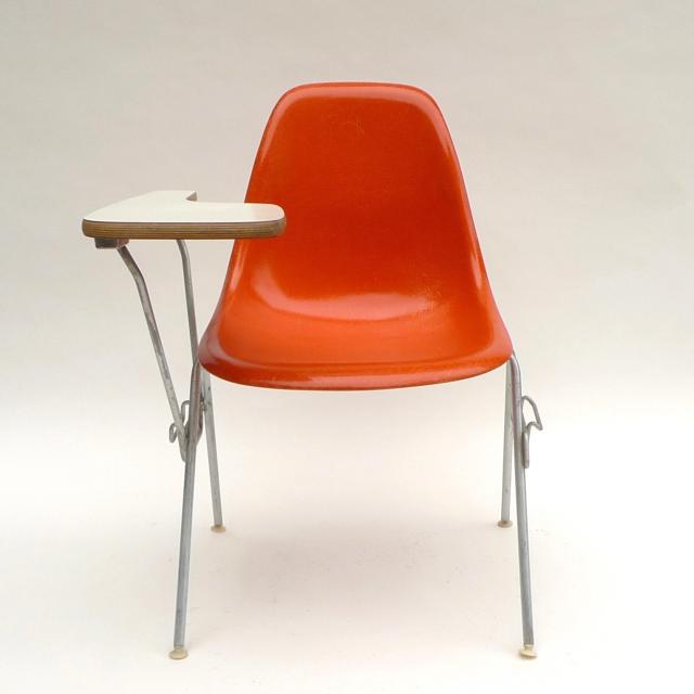 Eames Plastic Side Chair Stacking Base w/Table