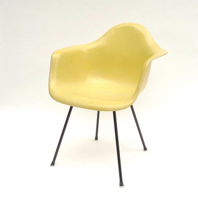 Eames Plastic Arm Chair 'X' Base (1950) LY