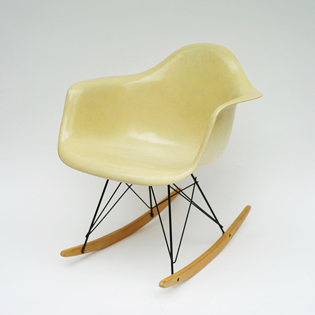 Eames Plastic Arm Chair Rocker Base (1950) PA