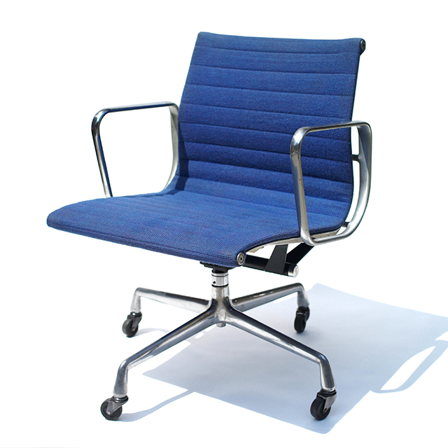 Eames Aluminum Group Tilt Swivel Desk Arm Chair