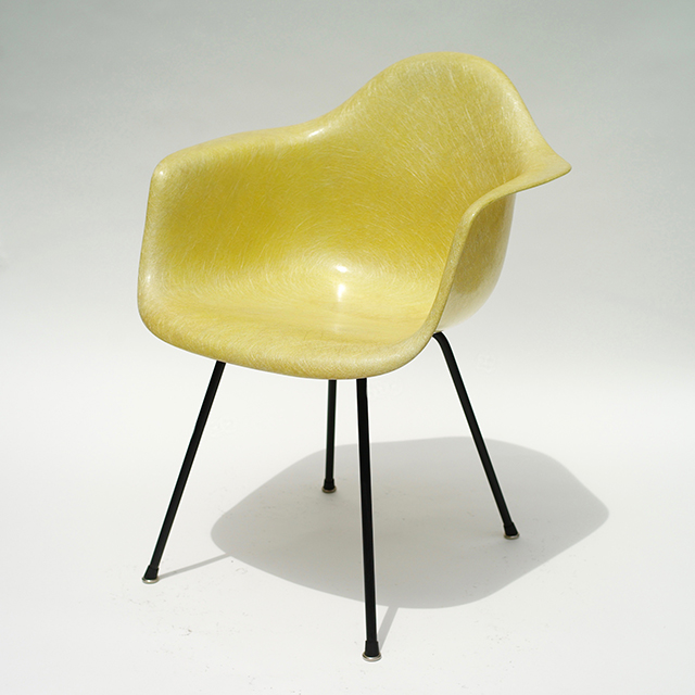 Eames Plastic Arm Chair Zenith 'X' Base (1950) LY