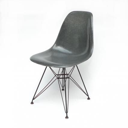 Eames Plastic Side Chair Eiffel Base (1953) EG01ET