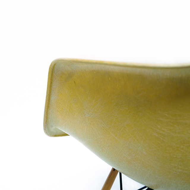 Eames Plastic Arm Chair Dowel Leg Swivel (1950) LY